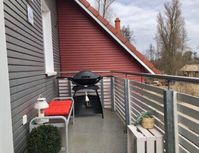 Seitlicher Balkon mit Weber Gas Grill